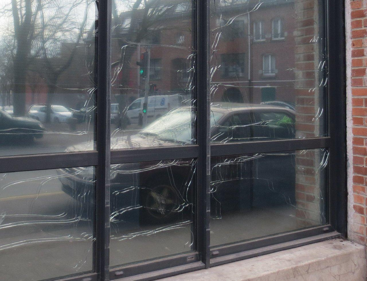 Thermal breakages caused by the installation of a reflective film.