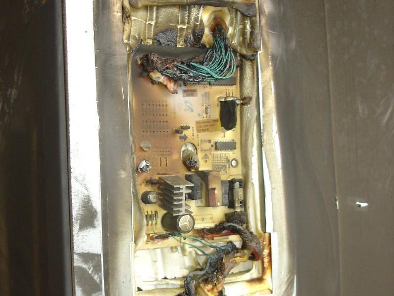 Carte électronique ayant subi des dommages de chaleur.