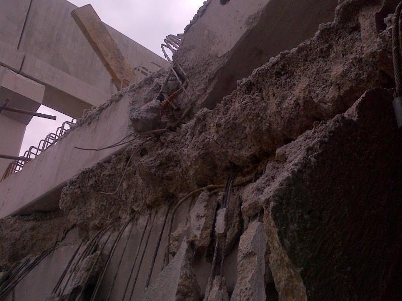 Effondrement structure béton en cours de chantier.